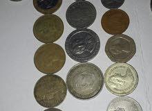 عملات قديمة من دول مختلفة عربية واجنبية.