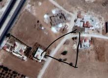 ارض في الكرك في قريه مرود قريب من الجامعه مؤته