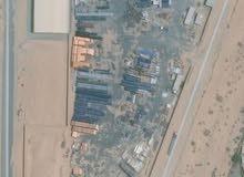 ارض للبيع شارقة الجعه ارض مكونه من ستور بالمرافق وبها مباني 2000متر قدم