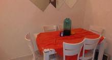 طاولتان لون ابيض طاولة طعام وطاولة ضيافه