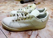 2 orignal adidas shoes