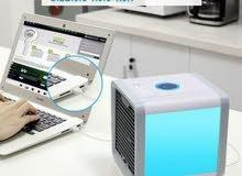 مكيف الهواء  المحمول سهل الحمل ووزنه خفيف  معها وصلة usb   يعمل لمدة