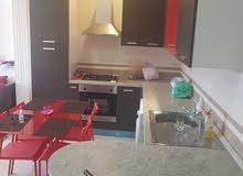 شقة للبيع  بي الفرش او بدون فرش الاقامة علا شارع رئسي في جليز قرب محطة تران موقع