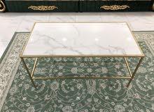 طاولة صالة ذهبية