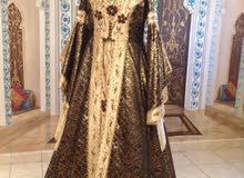فستان سهرة تركي حريم السلطان اللون بني ذهبي مقاس 12 للبيع 1000 ريال