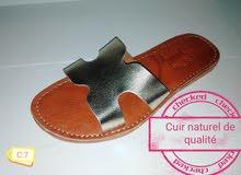 أحذية نسائة جلدية تقليدية