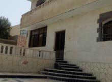 بيت بناء حديث 3طوابق للبيع بالقرب من الكنح أكاديمي وقريب من الجامعه الالمانيه ال