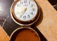 ساعة يدوية قديمة
