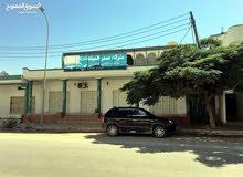 مجمع تجاري في شارع حيوي داخل مخطط مدينة الخمس تم تخفيض السعر