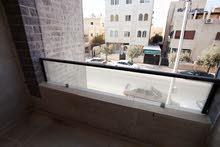 تملك شقة في منطقة (( ام نواره ))  بلقرب من حديقة الملكة رانيا ***منطقة مخدومة ***