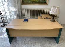 طاولة مكتب مستعملة