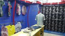 أثاث محل ملابس بكل ملحقاته للبيع في سوق السيب