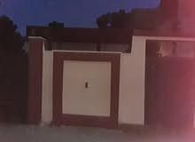 منزل للبيع يوجد به 2غرف نوم ودوره مياه وصاله ومطبخ