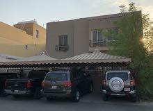 للبيع بيت في ابو الحصاني