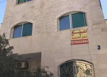 شقتين للبيع منفصلتين ارضيه وطابق ثالث مع السطح الزرقاء /جبل طارق خلف المحافظه