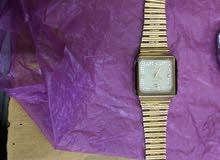 ساعة رادو قديمه جدا وبحاله جيدا