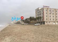 أرض سكنيه على شاطى بحر صلاله نفس خط فندق كراون بلازا ومنتجع أنانتارا