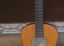 جيتار اصفر