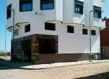 منزل للبيع فيه مكازة +سدة+2شقق+مطبخ وحمام في السطح