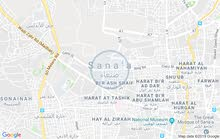 ابحث عن شقه او بيت شعبي المهم يكون قريب من التحرير