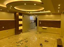 شقة بمساحة ( 225 ) متر مكونة من 3 غرف منهم غرفة كبيرة ماستر بحمام خاص.