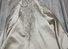 فستان(ملكه)