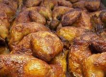 سيدة سورية مستعدة لاستقبال الطلبات للوجبات والطبخ