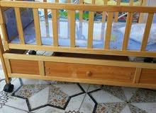 سرير طفل خشبي هزاز