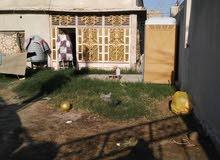 بيت للبيع او المراوس يقع في الجنينة قريب للسوق وجامع الكرناوي