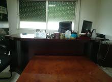 اثاث مكتبي كامل للبيع بحالة جيدة جدا