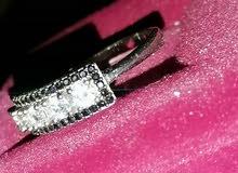 خاتم فضه عيار 925 عليه احجار الماس