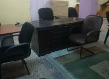 مكتب مع وحدة جوارير وحدة جانبية وكرسي مدير وكرسي ثابت عدد 2