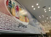 لمن يحتاج فني تركيب لوحات إعلانية للمحلات وتركيب استيكر مع التصميم داخل الرياض