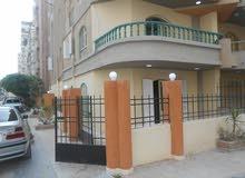 شقة دوبلكس 240م ناصية شارع رئيسي بجوار البحر في شاطئ النخيل