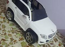 سيارة كبيرة من عمر 3 سنوات إلى عمر 8 سنوات نضيفه جدا استعمال قليل
