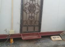 قطعة ارض 200 م حي العسكري قرب المحكمه الجديده مع كرفان صالح للسكن متكون من غرفتين + حمام + مطبخ
