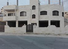 بيت للبيع مكون من طابق تسوية وطابق شقتين، تاريخ البناء 2012