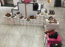 للبيع معرض ملابس نسائية