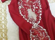 فستان مستعمل لون احمر يلبس 40