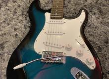 جيتار الكترك فندر امريكي اصلي جديد غير مستخدم مع كامل اغراضو