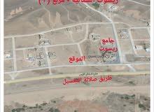 للبيع ثلاث أراضي صك في الصفه الأولى شارع السلطان قابوس بمنطقه ريسوت