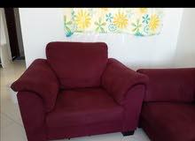 كنبة وكرسي في حالة ممتازة       Used sofa and chair in a good condition