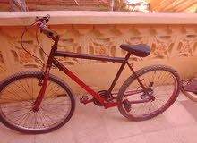 دراجة رائعة سريعة وجميلة وسوف افعل الضوء الامامي ولخبفي