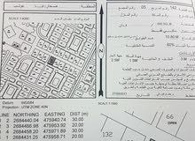 قطعة ارض البيع مفتوحة من ثلاث جهات قربية من منازل سكنية