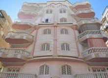شقة رائعه 120 متر مسجلة في شارع رئيسي بجوار البحر في النخيل