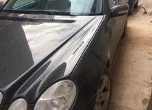 مرسيدس E200 مديل 2005 الدار ماشية 80000 الف