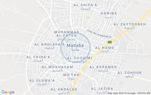 أرض للبيع مادبا عشارع تجاري 730 متر واجهتها عشارع 26 متر