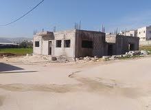 منزل مستقل يقع على 3 شوارع في عين الباشا\ام الدنانير بحاجه لتشطيب للبيع بسعر مغر