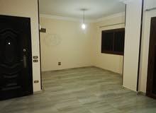 شقة للبيع او للايجار بالهضبه الوسطي - المقطم - الحي الخامس امام شارع 33 المساحه 140 متر