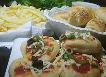 بيتزا وفطائر شهية